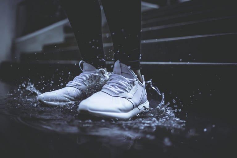 bảo quản giày dép trong mùa mưa