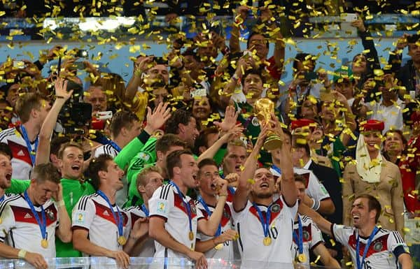 Điều gì giúp một quốc gia trở thành siêu cường bóng đá