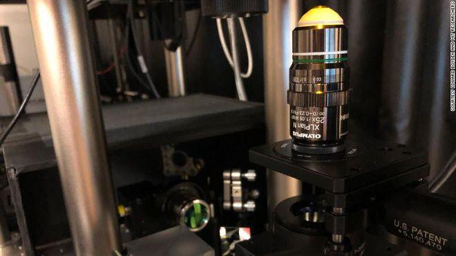 Công nghệ thu nhỏ vật thể xuống mức nano, giống đèn pin thu nhỏ của Doraemon
