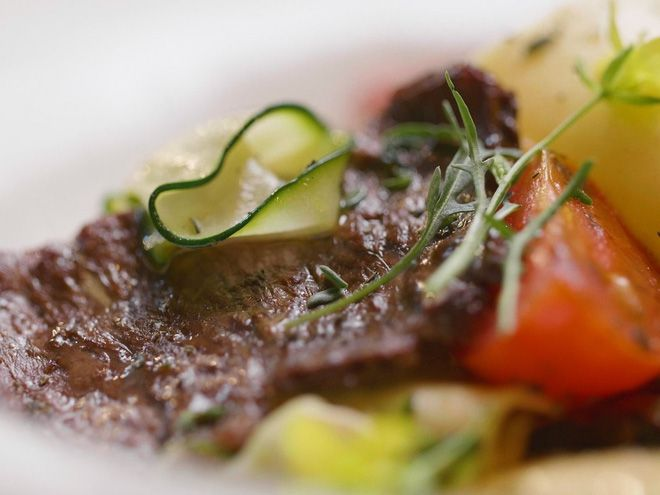 Israel tuyên bố đã làm được thịt bò nhân tạo