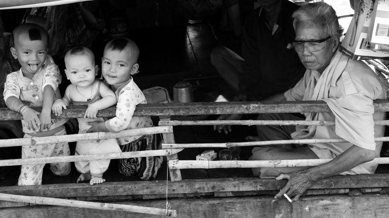 Những con thuyền không bến trên dòng Mekong