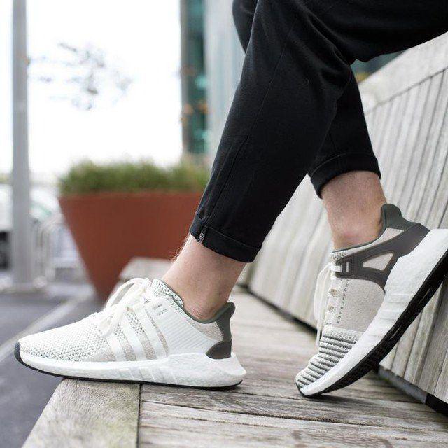 501a4cc100799 Bỏ ra tiền triệu để mua 1 đôi giày chính hãng