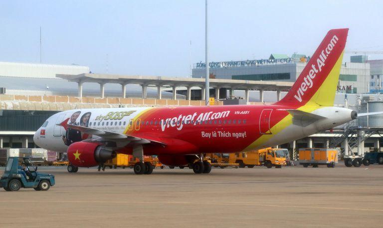 Vì sao Vietjet công bố mua hàng trăm chiếc máy bay, mà thực tế chỉ vận hành vài chục chiếc?