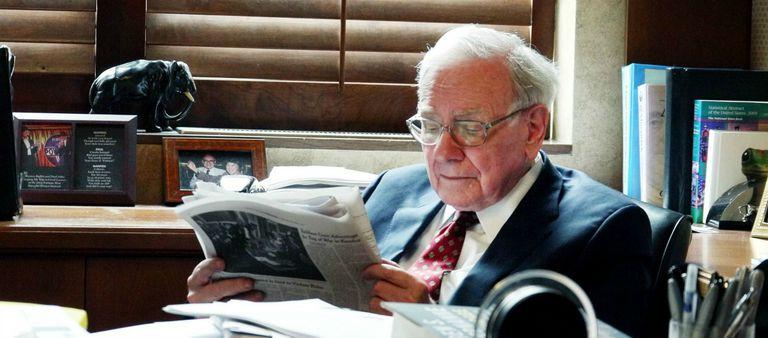 Warren Buffett Reading Book - đọc sách mang đến thành công